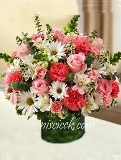 Cam Vazoda Renkli Güller,Mevsim Çiçekleri ve Yeşillikler - Ürün Kodu:470
