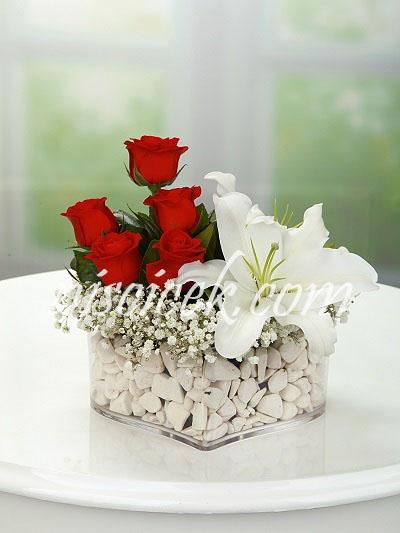 Kalpte 5 Adet Kırmızı Gül,Lilyum ve Cipsofilya - Ürün Kodu:440