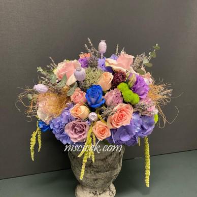 Seramik Saksıda Renkli Güller ve Kır Çiçekleri - Ürün Kodu:446
