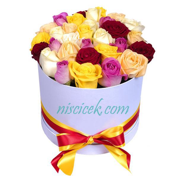Kutuda 25 Adet Karışık Güller
