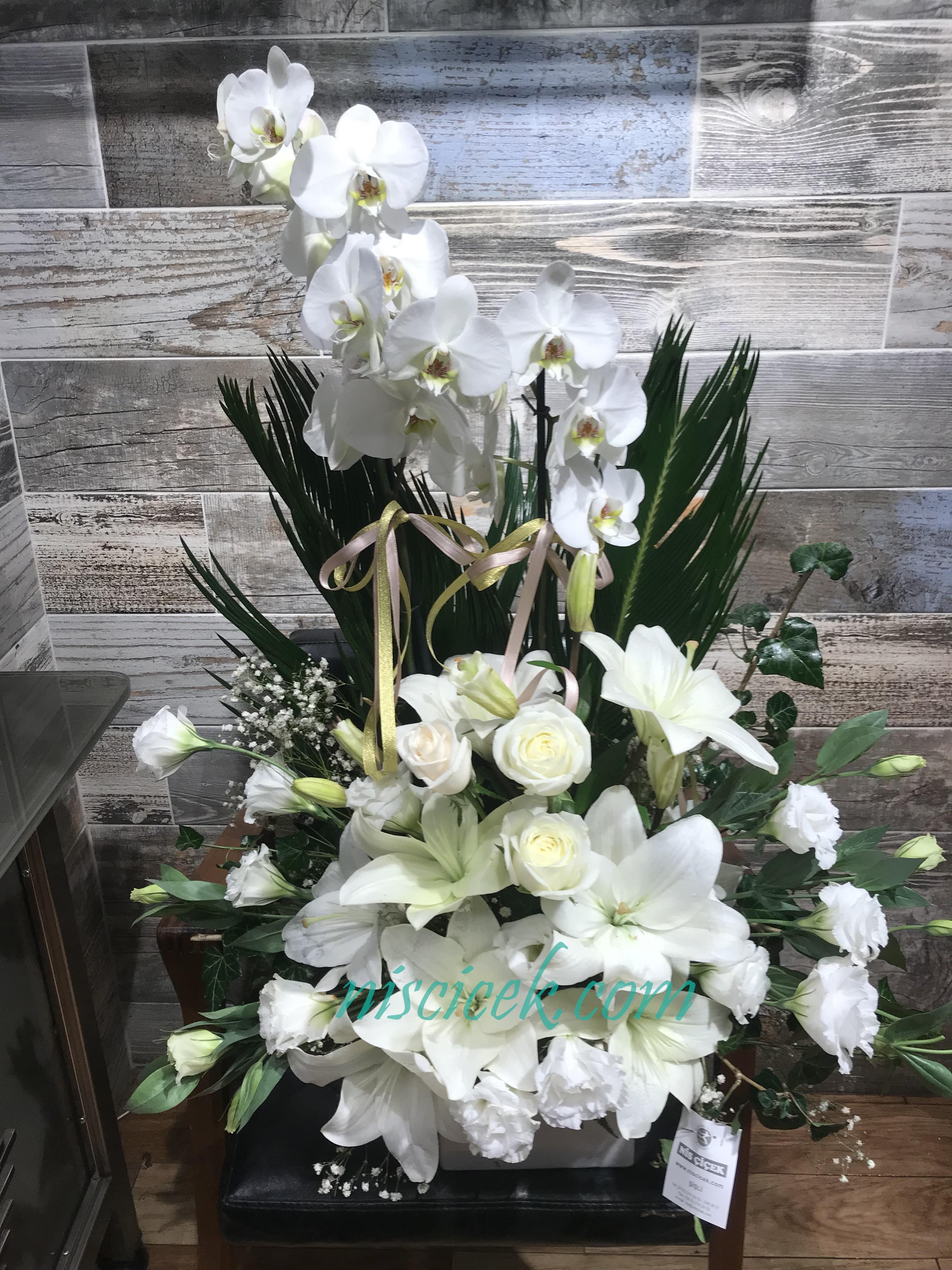 Seramik Saksıda 2 Köklü Beyaz Orkide Lilyumlu,Güllü ve Lisyantuslu Tanzim - Ürün Kodu:732