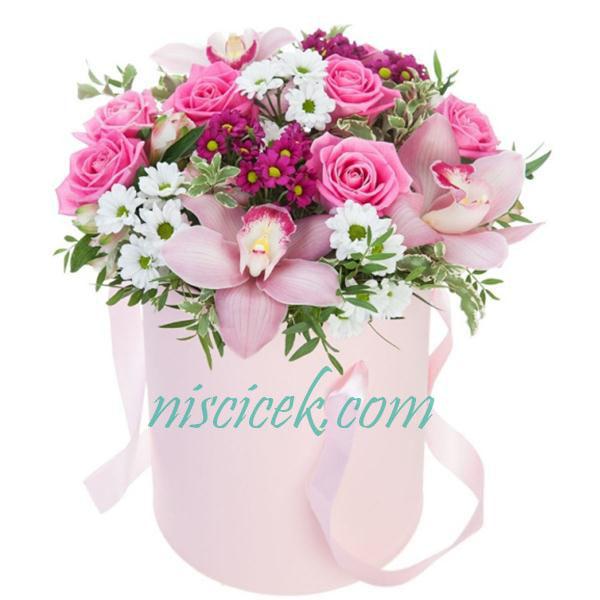 Kutuda Renkli Güller,Orkide ve Mevsim Çiçekleri