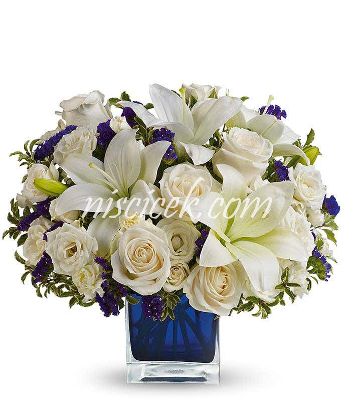 Cam Vazoda Beyaz Güller,Lilyum ve Mor Mevsim Çiçekleri - Ürün Kodu:605