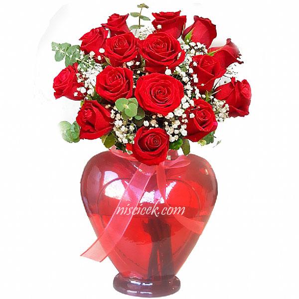 Kalpli Cam Vazoda Kırmızı Gül ve Cipsofilya - Ürün Kodu:481