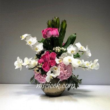 Seramikte Pembe Gül,Orkide ve İthal Yeşillikler - Ürün Kodu:483