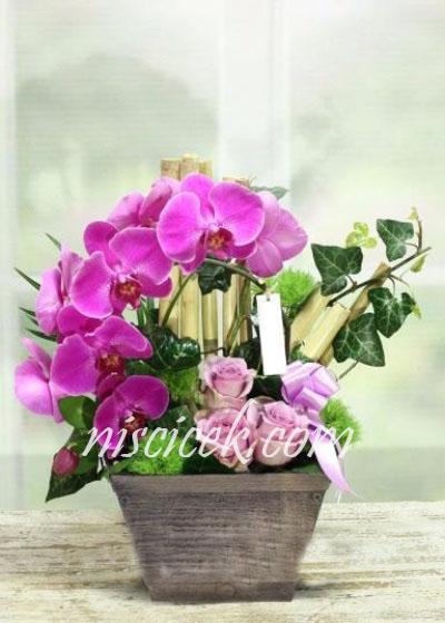 Seramikte Pembe Gül,Orkide ve İthal Yeşillikler - Ürün Kodu:497