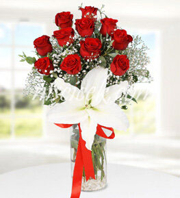 Cam Vazoda 11 Kırmızı Gül,Lilyum ve Cipsofilya - Ürün Kodu:500