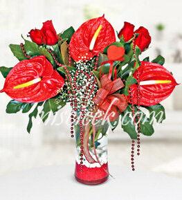 Cam Vazoda 7 Kırmızı Gül,Antoryum ve Cipsofilya - Ürün Kodu:501