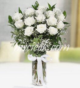 Cam Vazoda 15 Beyaz Gül ve Cipsofilya - Ürün Kodu:504