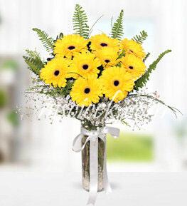 Cam Vazoda Sarı Gerbera ve İthal Yeşillikler - Ürün Kodu:515