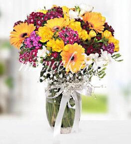 Cam Vazoda Renkli Mevsim Çiçekleri  - Ürün Kodu:517