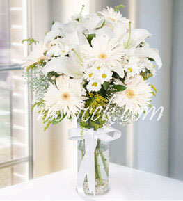 Cam Vazoda Lilyum,Gerbera,Kır Çiçekleri ve Cipsofilya - Ürün Kodu:533