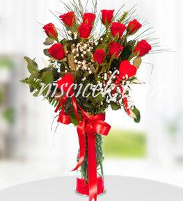 Cam Vazoda 11 Kırmızı Gül,Cipsofilya ve İthal Yeşillikler - Ürün Kodu:547