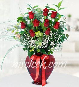 Cam Vazoda 9 Kırmızı Gül,Cipsofilya ve İthal Yeşillikler - Ürün Kodu:553