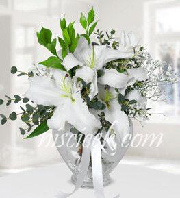Kalpli Cam Vazoda Lilyum,Cipsofilya ve İthal Yeşillikler - Ürün Kodu:554