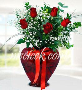 Kalpli Cam Vazoda 5 Kırmızı Gül,Okaliptus,Cipsofilya ve İthal Yeşillikler - Ürün Kodu:557