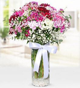 Cam Vazoda Pembe Beyaz Renkli Mevsim Çiçekleri - Ürün Kodu:573