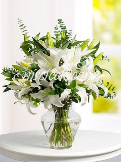 Cam Vazoda Lilyum,Okaliptus ve İthal Yeşillikler - Ürün Kodu:581