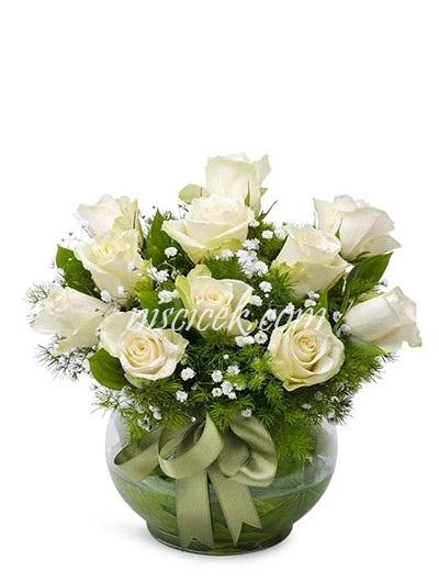Cam Akvaryumda 11 Beyaz Gül,Cipsofilya ve İthal Yeşillik - Ürün Kodu:587
