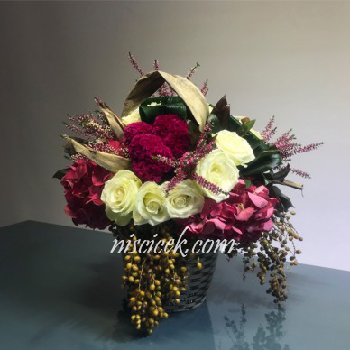 Seramik Saksıda Ortanca,Beyaz Gül ve İthal Bitkiler Tanzimi - Ürün Kodu:591