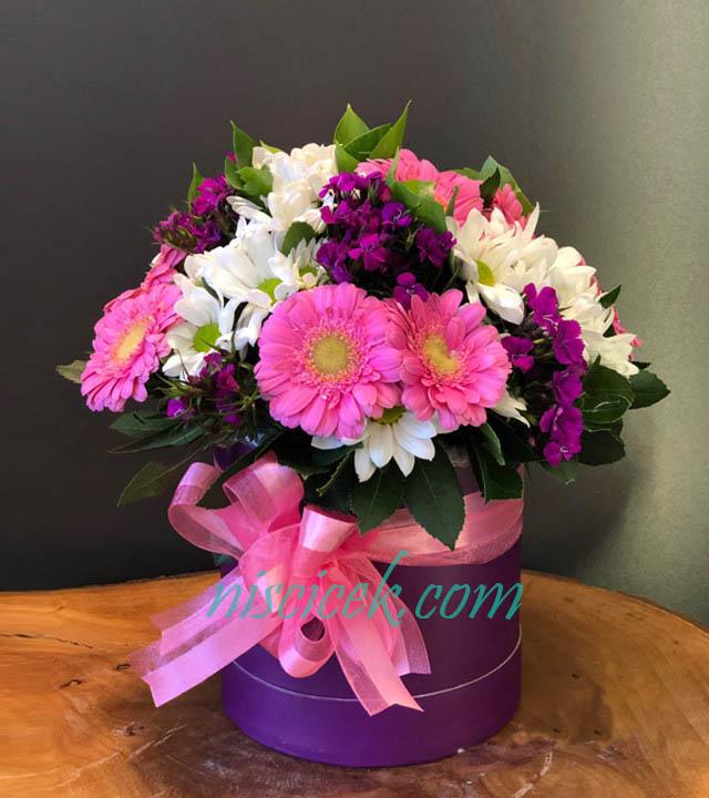 Kutuda Pembe-Beyaz-Mor Mevsim Çiçekleri
