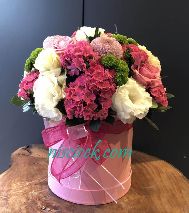 Kutuda Pembe-Beyaz-Yeşil Mevsim Çiçekleri